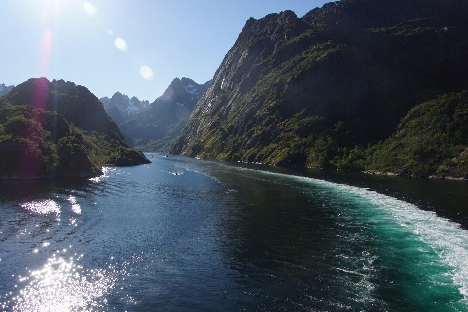 Singladura por el Fiordo del Troll, un lugar mágico en el Ártico Noruego