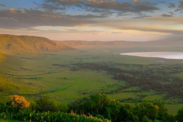 Africa.Tanzania.CráterNgorongoro.Paisaje.SalidaSol