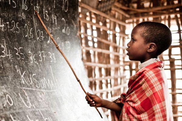 Africa.Tanzania.escuela.niño