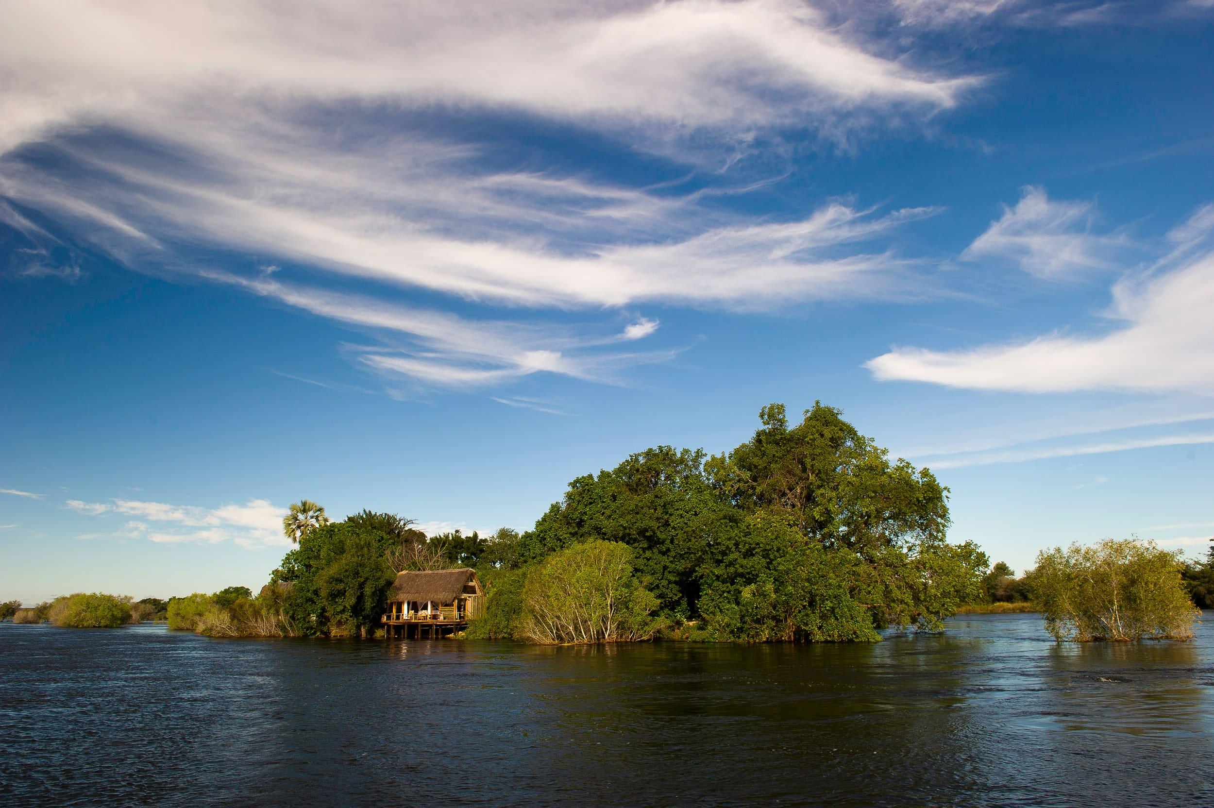Africa,Botswana,Victoria Falls, Alojamiento, Sindabezi Island Lodge,rio,isla